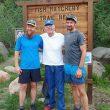 Gary Robbins (izda), Bill Dooper y Jared Campbell al final de su reto en la Nolan's 14