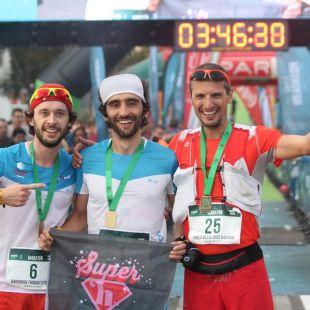 Podio masculino del Maratón de Reventón Trail 2018: Thibaut Baronian (izda), Aritz Egea y Pablo Villalobos