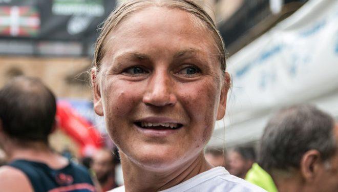Ida Nilsson en su llegada a meta de la Zegama Aizkorri 2018, que ganó