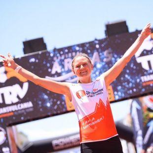 Ida Nilsson en su entrada a meta del Ultramaratón de Transvulcania 2018, que ganó por tercera vez consecutiva