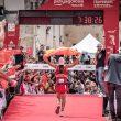Los fotógramos esperan a Luis Alberto Hernando en la meta de Penyagolosa Trail 2018, en la que se proclamó campeón del mundo