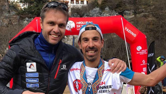 Fabrizio Gravina (izda) y Oscar Casal en la meta de la Yading Skyrun 2018, que ganó
