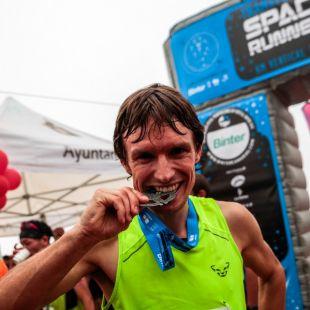 Pascal Egli celebra su victoria en el Kilómetro Vertical de Transvulcania 2018