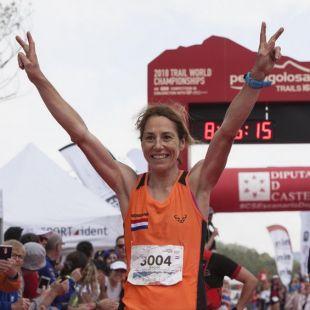 Ragna Debats en la meta de Penyagolosa Trails 2018, donde se proclamó campeona del mundo