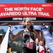 Kelly Wolf en su entrada en la meta de la Lavaredo Ultra-Trail 2018, que ganó