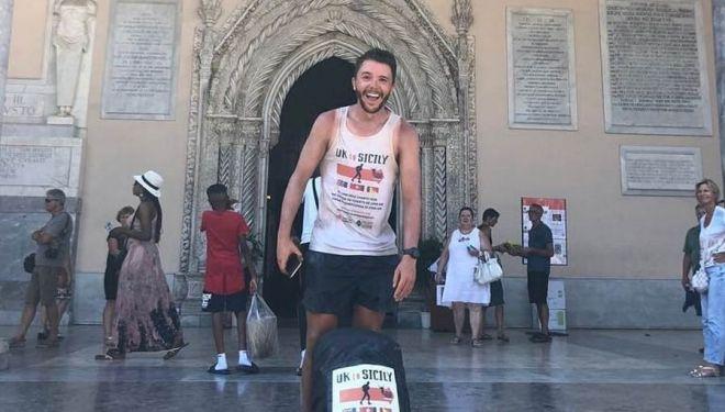 Ross Simpson a su llegada a la catedral de Palermo