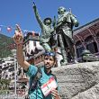 Luis Alberto Hernando bromea en Chamonix antes de la salida de la Ultra Trail du Mont Blanc 2016