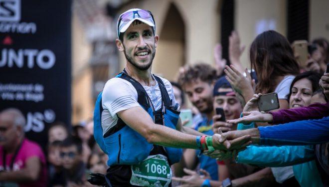 Pablo Villa en la meta de Ultra Pirineu 2017, que ganó