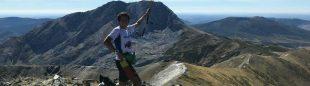 Manuel Merillas en la cima del Pico Murcia en su reto 3KV de la Montaña Palentina