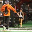 Ekaterina Mityaeva cruza en primer lugar la meta de la Ultra Pirineu 2018, donde le espera su marido