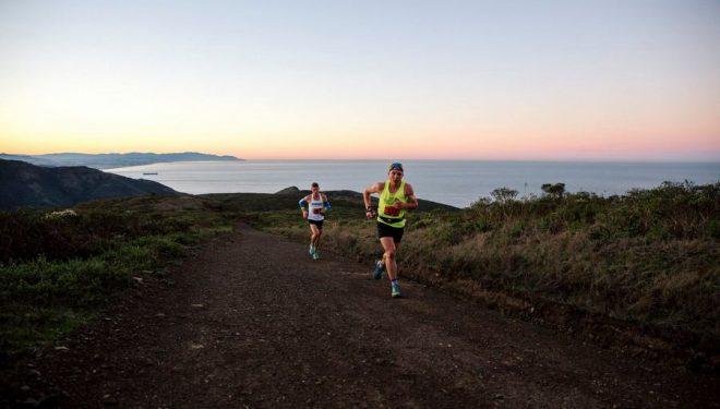 Zach Miller lidera la Endurance Challenge 50 Mile California 2017 delante de Tim Freriks