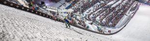 Damiano Lenzi en el trampolín de Bischofshofen haciendo una exhibición de skimo
