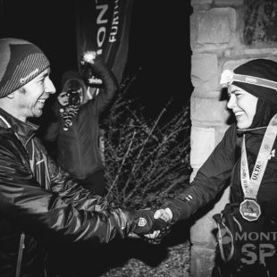 Jasmin Paris recibe la enhorabuena tras batir el récord de Spine Race 2019
