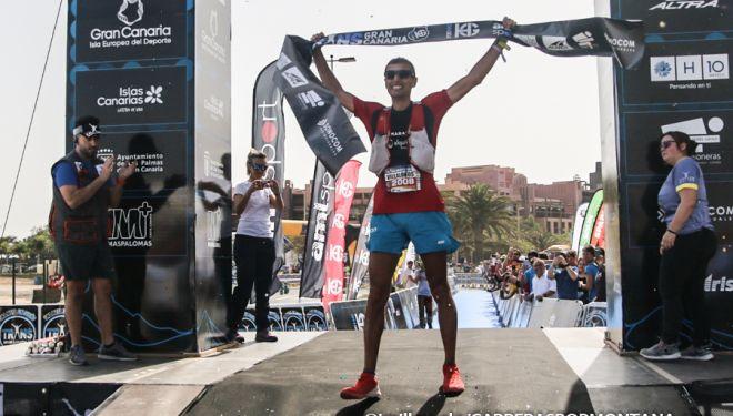 Pablo Villalobos en la meta del Maratón de Transgrancanaria 2019, que ganó