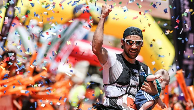 Luis Alberto Hernando llevandose su tercera Transvulcania Ultramaraton