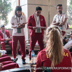 La selección española recibiendo la charla técnica en el Mundial de Penyagolosa Trails 2018