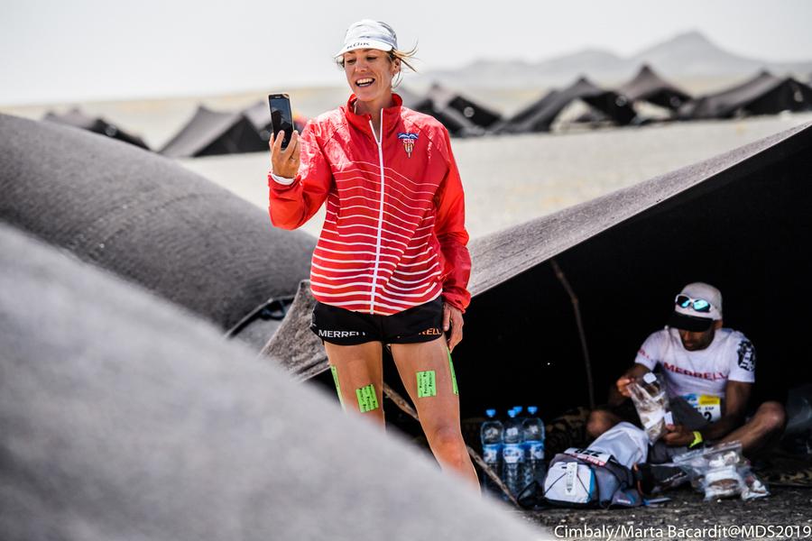 Ragna Debats en el campamento del Marathon des Sables 2019