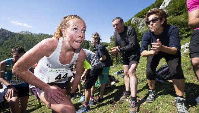 Eli Anne Dvergsdal ganadora de la Zegama Aizkorri 2019 a su paso por Sancti Spiritu (km19,6)