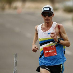 Jim Walmsley en su intento al récord mundial de los 100K