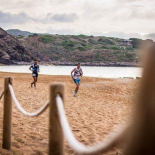 Antoine Guillon (delante) y Gerard Morales en la Trail Menorca Camí de Cavalls 2019