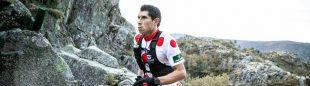 Un participante con el maillot a topos rojos de la montaña de Ultra Sanabria 2020