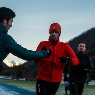 Aitor Viribay ayuda a Kilian Jornet en el reto de las 24 horas en pista